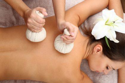Imelda Beauty & Wellness / kruidenstempelmassage